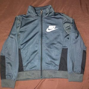 Nike sweater 3T. In good condition !